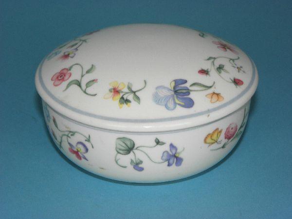 villeroy boch mettlach bone china mariposa bonboniere deckeldose porzellan ebay. Black Bedroom Furniture Sets. Home Design Ideas