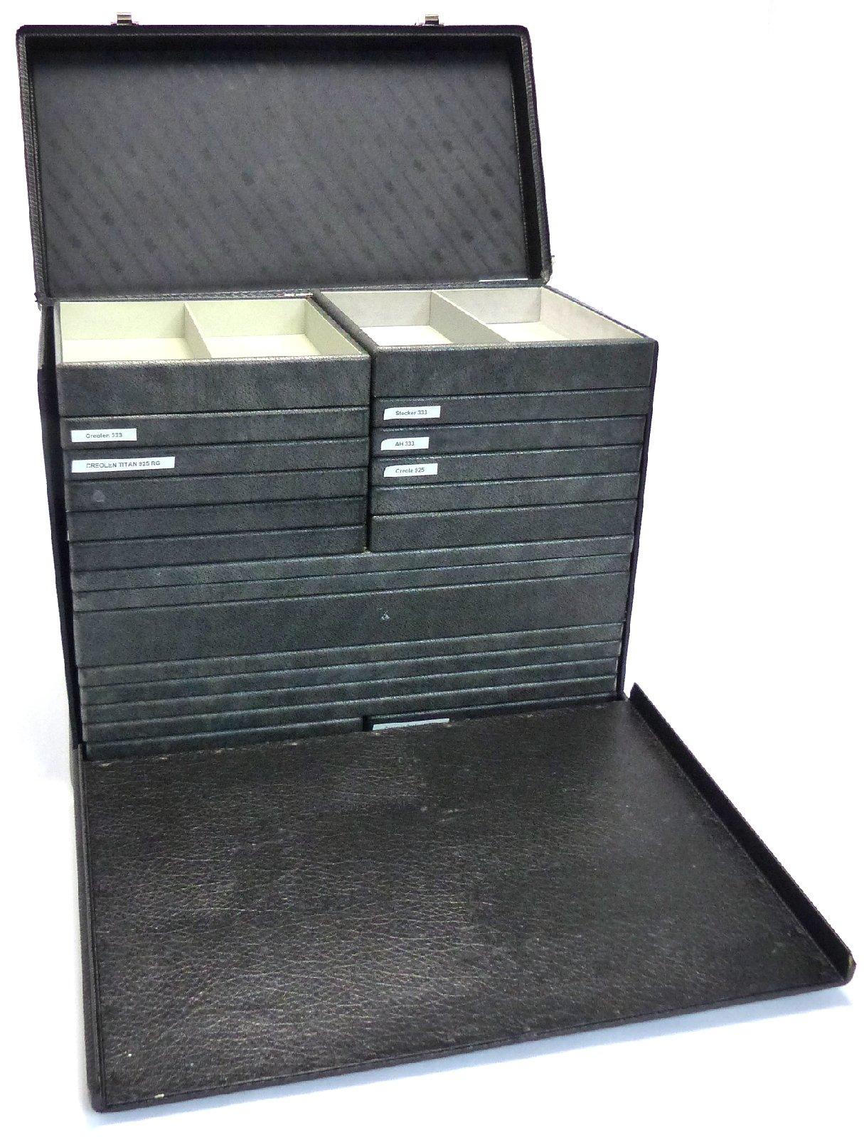 pr sentationskoffer schmuck schmuckkoffer 20 vorlegetabletts koffer display ebay. Black Bedroom Furniture Sets. Home Design Ideas