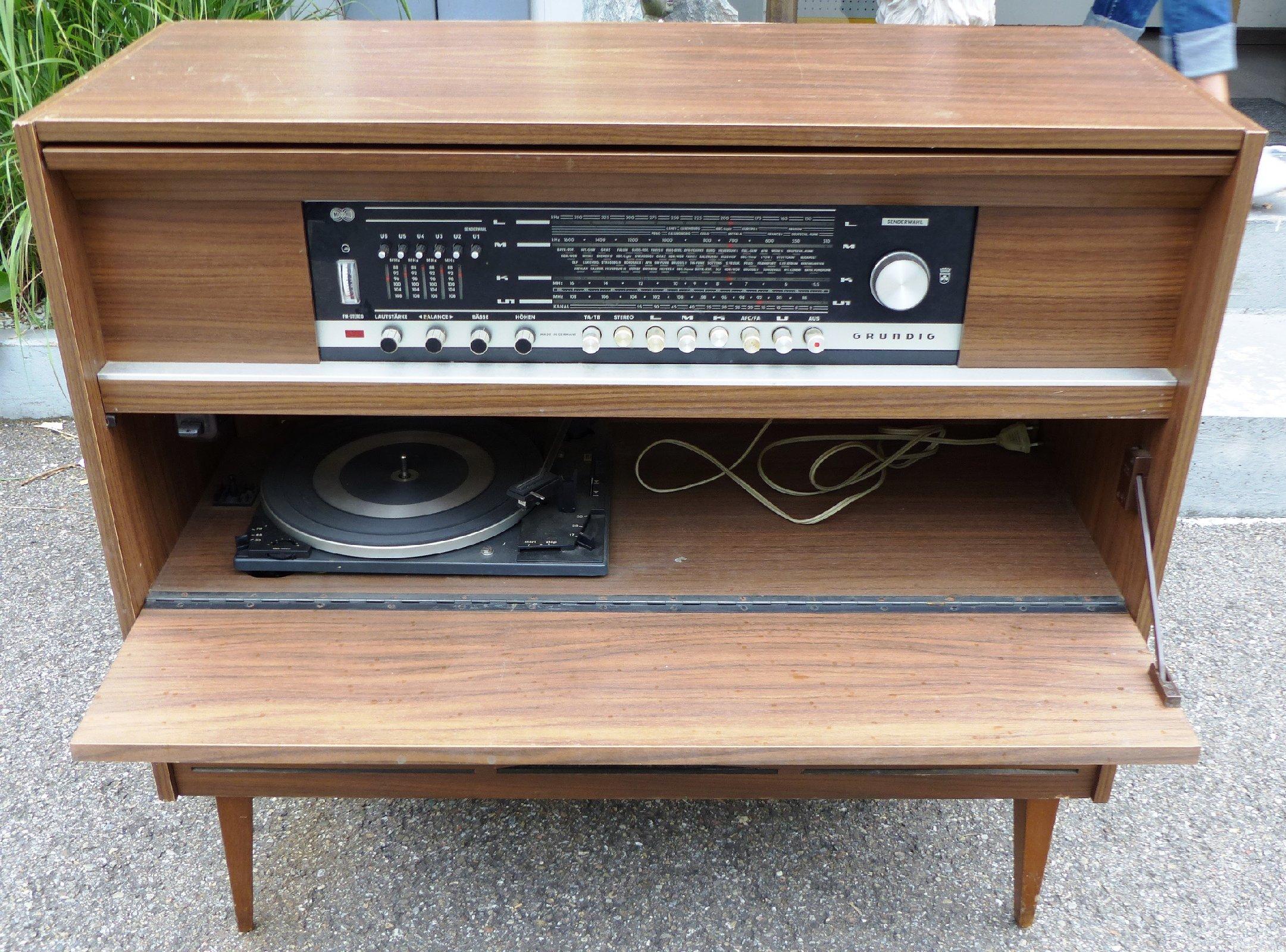grundig stereo konzertschrank verdi 3 stereoanlage plattenspieler radio musik ebay. Black Bedroom Furniture Sets. Home Design Ideas