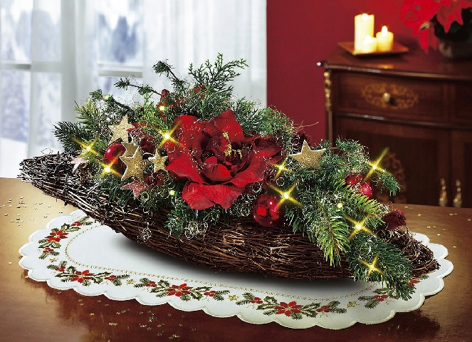 beleuchtetes tischgesteck weihnachten rot weihnachtsgesteck gesteck kunstblumen ebay. Black Bedroom Furniture Sets. Home Design Ideas