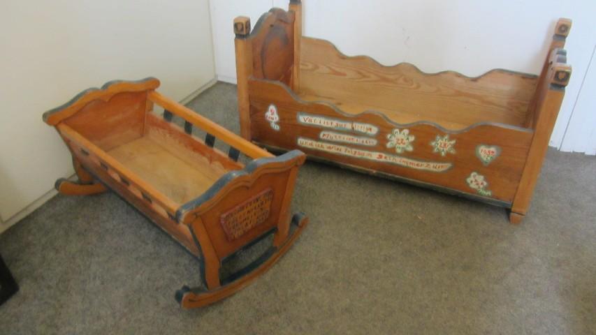 Antike wiege kinderbett und kinderschreibtisch bauernm bel for Kinderbett landhausstil